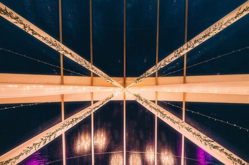 kaartelgi katus dekoratsioonidega